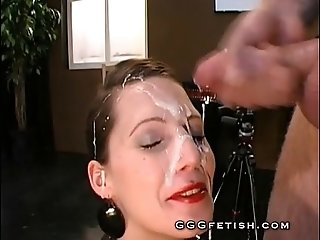 Babes gets face pissing and pissdrinking